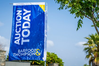 barfoot-auction-flag_0.jpg