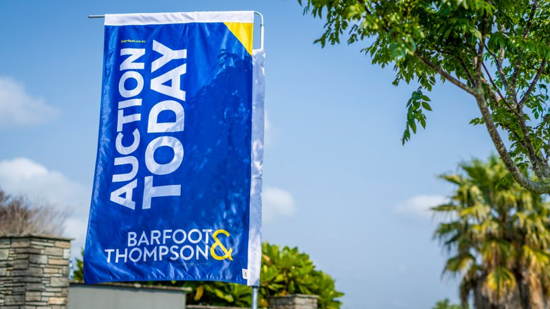 barfoot-auction-flag.jpg
